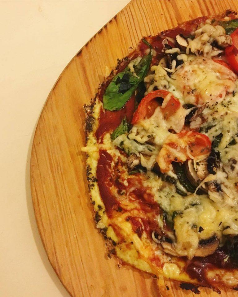 Pizza com base de claras de ovo